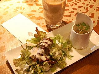 サラダとドリンク.jpg